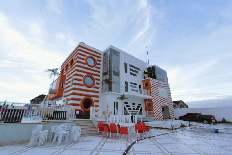 Recession: Business has gone bad for Real Estate firms in Lagos as they slash prices by half